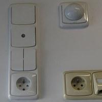 Domovní vypínače a zásuvky