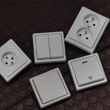 Výměna zásuvek nebo vypínačů